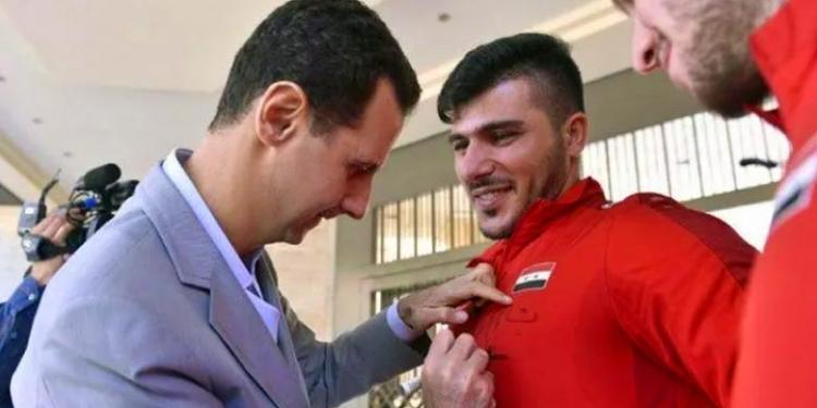الأسد يكرم الحارس عالمة