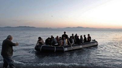 لاجئين إلى اليونان