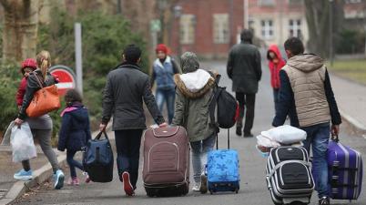 أسرة لاجئة