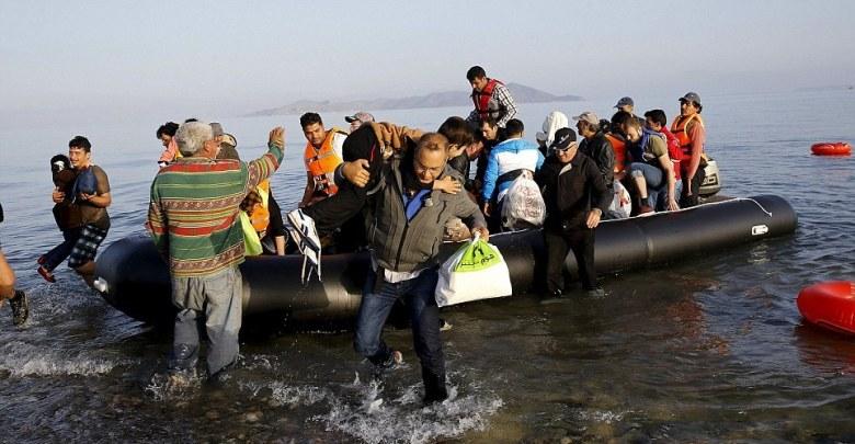 لاجئين بالبحر