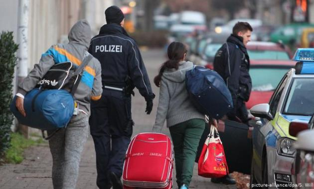 ترحيل لاجئين