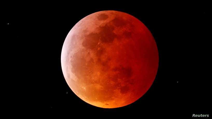 القمر العملاق قمر دم